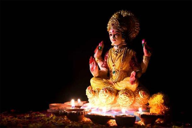 Una estatua de la diosa Lakshmi durante la famosa celebración de Diwali en India. Fuente: Dipak Shelare / Adobe Stock