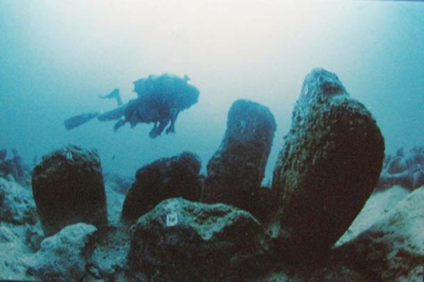 Estructura de piedra de Atlit-Yam, Israel sumergida por el tsunami. (Hanay / CC BY-SA 3.0)