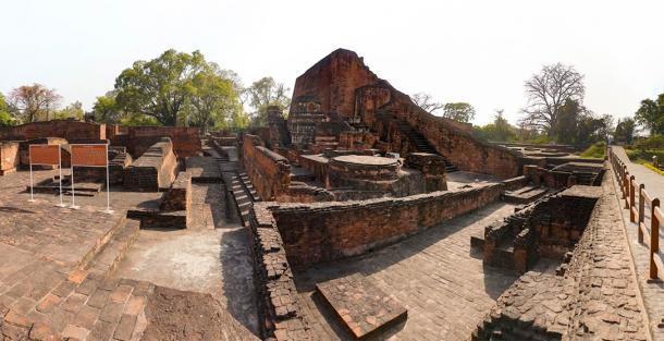 Las ruinas excavadas del sitio de la Universidad de Nalanda, India (Thotsaporn / Adobe Stock)