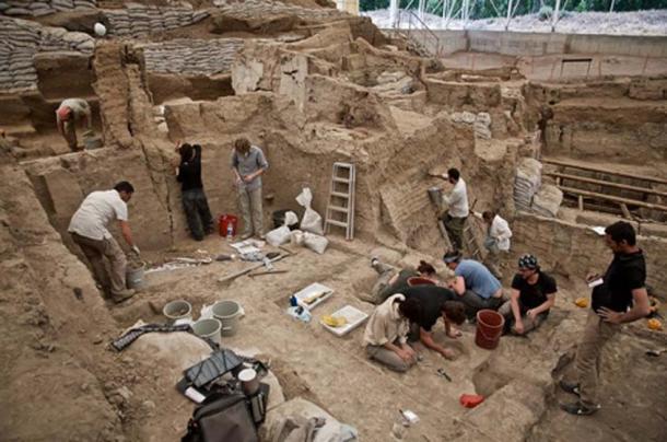 Excavación alrededor del edificio 43. (CC BY-NC-SA 2.0)