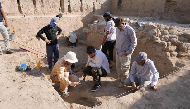 Entrenamiento de excavación en el sitio del templo del dios de la guerra. (Proyecto Tello-Girsu, Esquema de Iraq, Museo Británico)