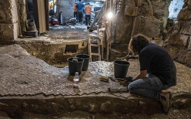 Trabajos de excavación y conversación bajo el complejo 'Beit Straus' de la Ciudad Vieja de Jerusalén, mayo de 2020. (Shai HaLevi / Autoridad de Antigüedades de Israel)