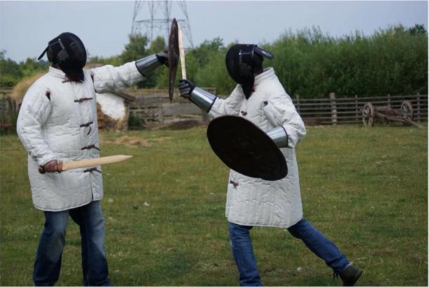 Los expertos realizaron las armas controladas, donde practicaron posibles técnicas de lucha de la guerra de la Edad de Bronce. (R. Herman et al. / Journal of Archaeological Method and Theory)