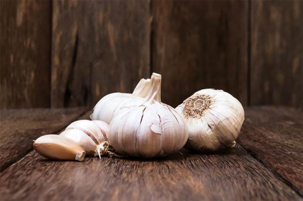 El colirio de Bald incluía ingredientes cotidianos como ajo y cebolla. (saran_poroong / Adobe Stock)