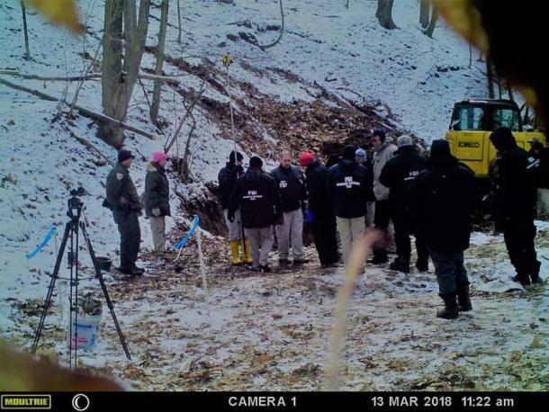 El equipo del FBI que buscaba la ubicación de Dent's Run encontrada por los Paradas. (Guardianes de buscadores)