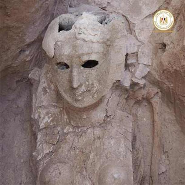 Una momia femenina encerrada en una máscara mortuoria de cuerpo entero. (Ministerio de Turismo y Antigüedades de Egipto)