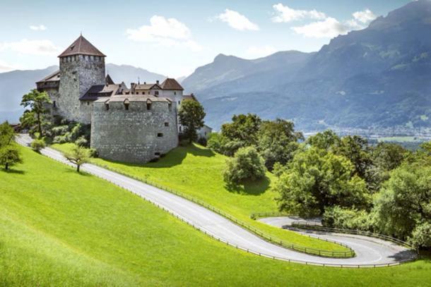 La fortaleza de la edad media, el castillo de Vaduz (mikolajn/ Adobe Stock)
