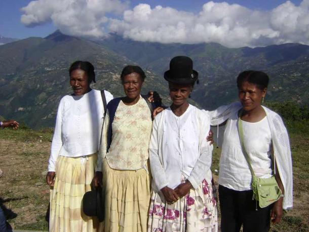 Cuatro tías en las tierras altas de las comunidades de Chijchipa y Mururata. (Alejandro Fernández Gutiérrez / CC BY-ND 2.0)
