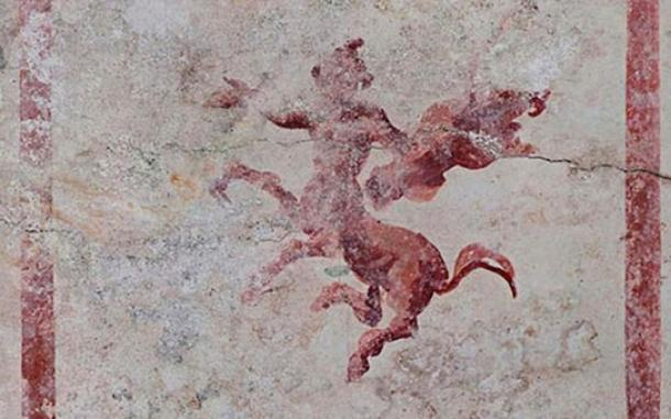 Fresco de un Centauro armado. (Ufficio Stampa Parco Archeologico del Colosseo)