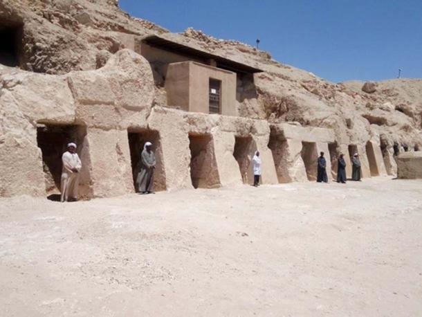 Fuera de la tumba del antiguo soldado egipcio. (Ministerio de Antigüedades de Egipto)