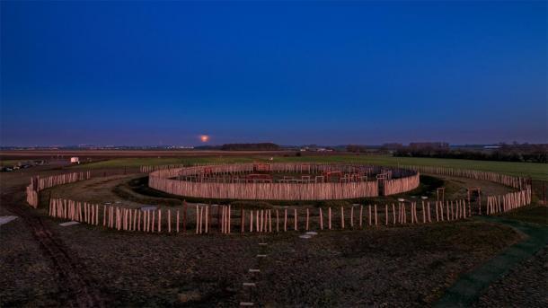 Un tiro completo del Stonehenge alemán en la noche en Pömmelte. (Uwe Graf/ Adobe stock)