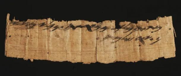 El papiro completo con la primera mención no bíblica de Jerusalén. (Shai Halevi / Autoridad de Antigüedades de Israel)
