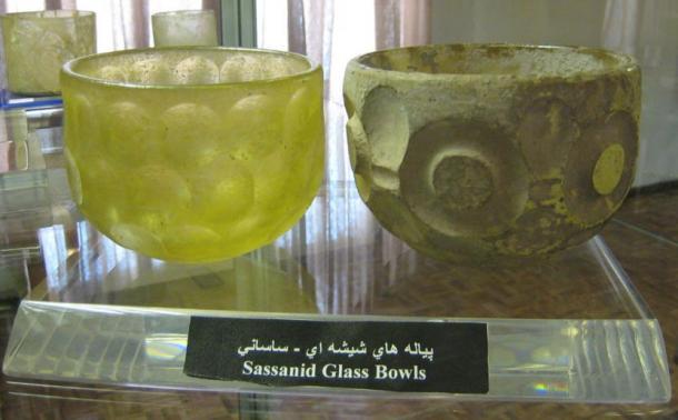 Dos ejemplos de tazones de cristal del Imperio Sasánida.