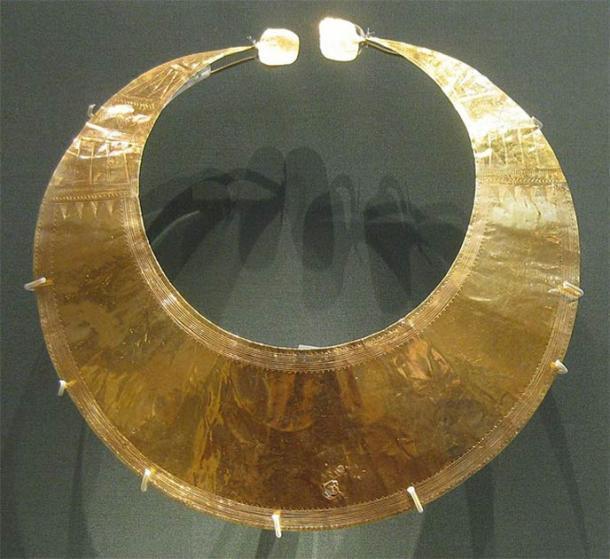 Una lúnula de oro encontrada en Blessington, Co. Wicklow, Irlanda y actualmente en la colección del Museo Británico. (CC0)