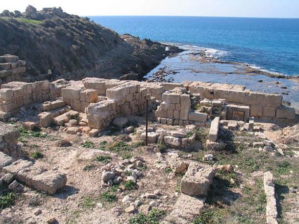 Gran parte del sitio arqueológico de Tel Dor está en tierra. (Bukvoed / CC BY 3.0)