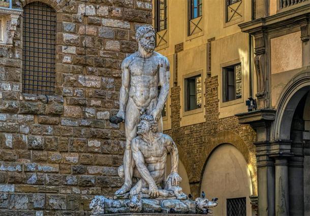 Hércules y Caco de Baccio Bandinelli (1525–34), Piazza della Signoria, Florencia, Italia. (VarnakovR/ Adobe)