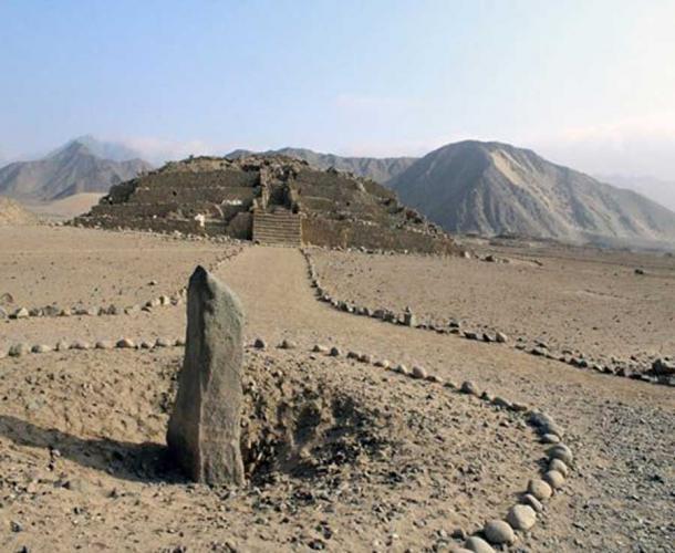 El monolito de Huanca en el complejo Caral. (Universidad de Goshen)