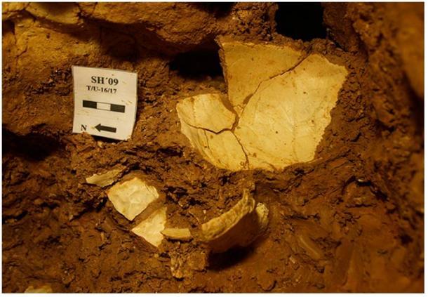 Los huesos del homínido fueron descubiertos en LH6—en una capa de arcilla roja bastante profunda.