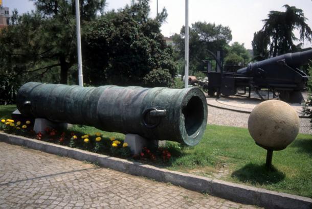 Los otomanos utilizaron enormes cañones de asedio en el asedio de Constantinopla (cascoly2 / Adobe)