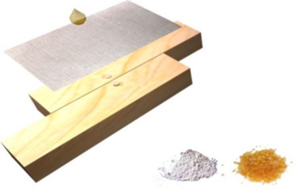 Construcción del casco: se coloca un lienzo de lino sobre un casco de madera, se aplica resina de pino fundida (colofonia) que puede pigmentarse con polvo de piedra (piedra caliza para el blanco, lapislázuli para el azul), este proceso se repite para proporcionar un escalonado de muchas capas (5 -10) casco compuesto resistente. Copyright Nik Aed