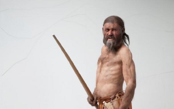 La reconstrucción del Hombre de Hielo con su arco en mano, por Alfons y Adrie Kennis. Fuente: © Museo de Arqueología del Tirol del Sur / Ochsenreiter