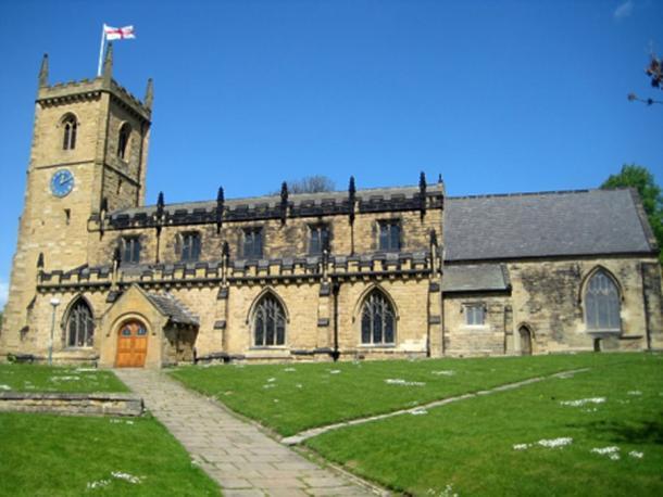 Iglesia de la Santísima Trinidad La iglesia parroquial de Rothwell está dedicada a la Santísima Trinidad y se encuentra en el sitio de un predecesor anglosajón. La iglesia actual fue construida en el período medieval. En gran parte restaurado o reconstruido en 1873, es un edificio catalogado de grado II (CC by SA 2.0).