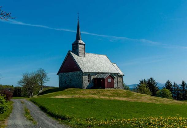 Iglesia vieja de Edøy. (Henny stokseth / CC BY SA 3.0)