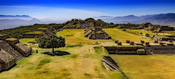 El fabuloso paisaje del monte Albán, también construido por los zapotecas, en la misma zona de México donde se encuentra Mitla. (WitR / Adobe Stock)