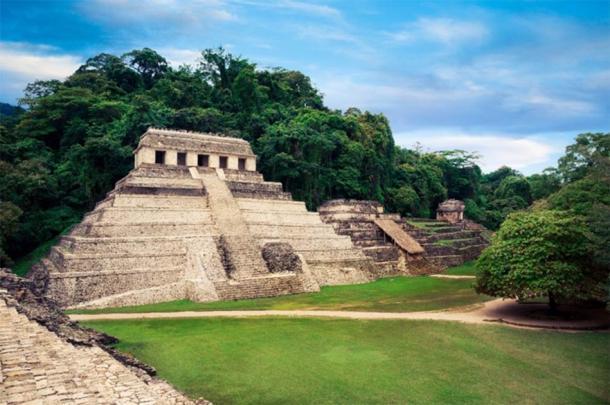 Templo de las Inscripciones, Palenque donde se encontró el sarcófago de Pakal. (fergregory / Adobe Stock)