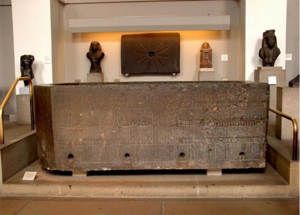 El sarcófago de Nectanebo II en el Museo Británico. (Imagen: Andrew Chugg)