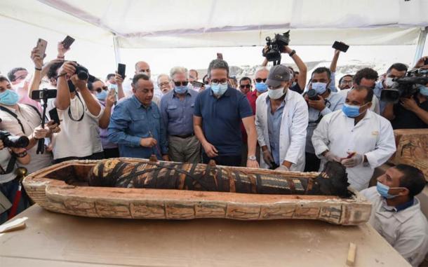 Un primer plano de una de las nuevas momias egipcias, perfectamente conservada, encontrada recientemente en Saqqara, al sur de El Cairo. (Ministerio de Turismo y Antigüedades)