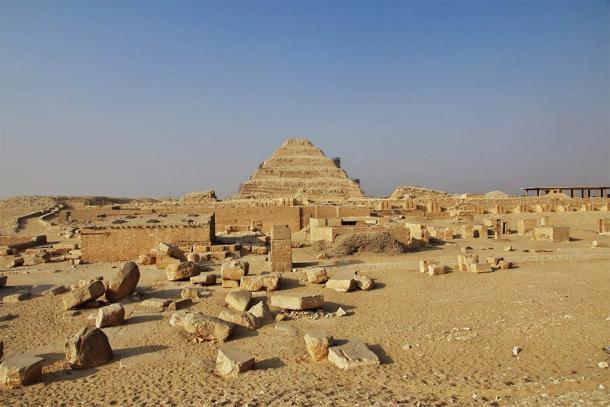 Las ahora secas tierras desérticas de Saqqara. ¿Quién imaginaría que esa misma tierra alguna vez estuvo cubierta de agua y fue el hogar de antiguos monstruos marinos? (Sergey / Adobe Stock)