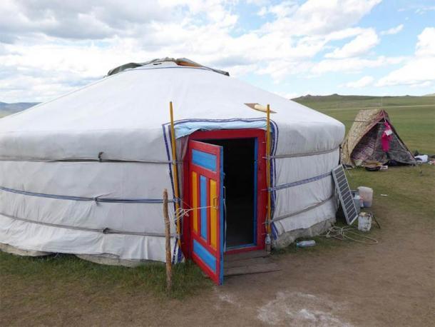 Hogar actual en el campo de Mongolia, conocido como ger (mongol) o yurta (ruso). (Christina Warinner)