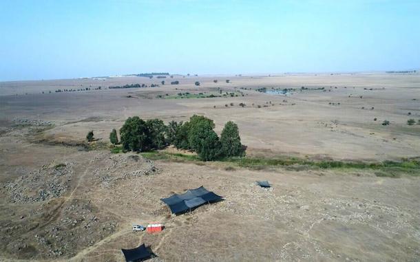La imagen aérea de la excavación IAA en Hispin en los Altos del Golán está desenterrando lo que podría ser un fuerte de la era del Rey David. Fuente: Anya Kleiner / Autoridad de Antigüedades de Israel