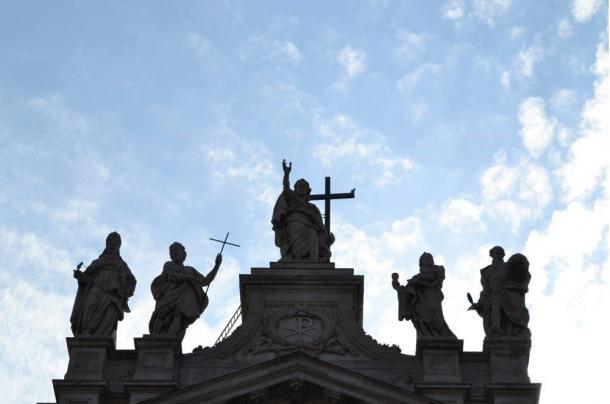El proceso de hacer santos es promulgar la fe y frenar los cultos no autorizados. Fotografía © Ken Jeremiah