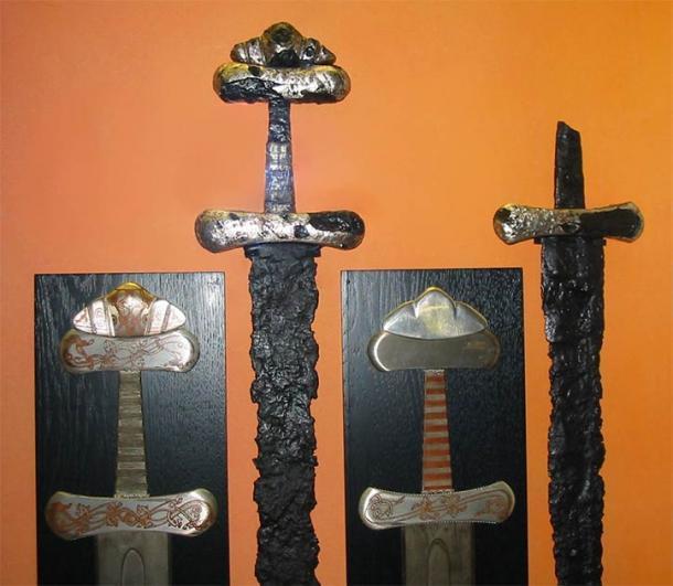 Espadas excavadas en entierros de la era vikinga. Como puedes ver, los pomos únicos típicos de las espadas vikingas. (viciarg / CC BY-SA 3.0)