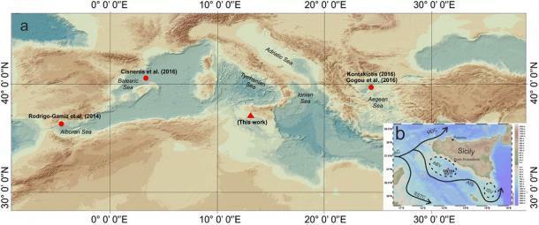 El equipo de investigación recuperó organismos planctónicos del fondo marino frente a las costas de Sicilia. El mapa muestra la ubicación de la muestra (triángulo rojo) y la ubicación de los registros marinos utilizados para la comparación (círculos rojos). (Margaritelli, G. et al. / Informes científicos)