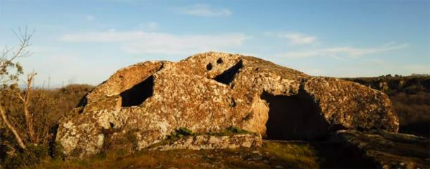 "Sasso del Predicatore o ""Piedra del Predicador"" en la Selva di Malano. (Captura de pantalla de Youtube)"