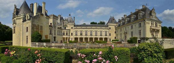 """Magnífico castillo de Brézé en Francia: elegante y sereno en la superficie, pero profundiza y te encontrarás en el famoso """"castillo debajo del castillo"""". Fuente: Adrian Farwell / CC BY-SA 3.0"""