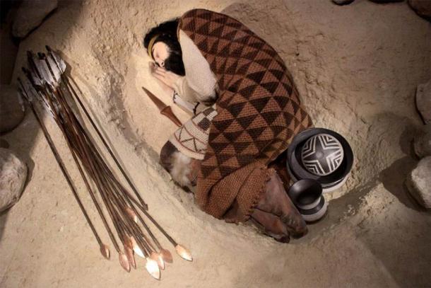 Reconstrucción de un entierro en vaso de precipitados de la Edad de Bronce en el Museo Arqueológico Nacional de España, Madrid. (Miguel Hermoso Cuesta / CC BY SA 4.0)