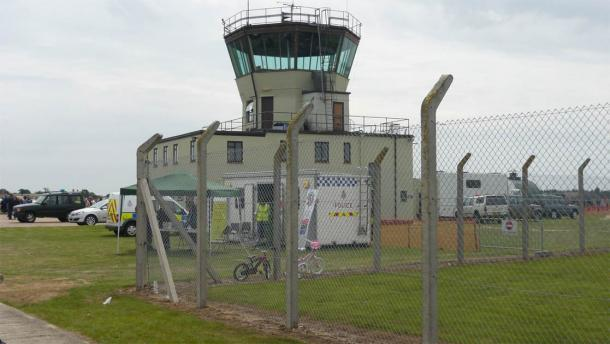 La antigua torre de control ATC en el antiguo aeródromo de la RAF Bentwaters, donde ocurrió el incidente del OVNI en el bosque de Rendlesham. La ubicación ahora es un parque. (Juan Jiménez / CC BY-SA 3.0)