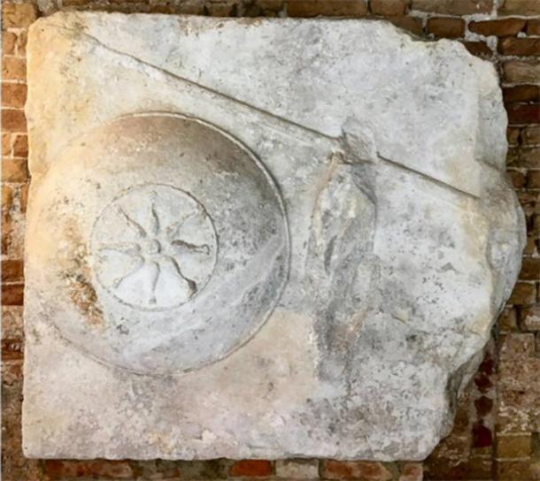 Continuar con la lanza haría que el bloque tuviera el tamaño correcto para una cubierta para el sarcófago. (Imagen: Andrew Chugg)