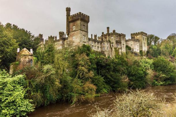 """El Libro de Lismore estuvo escondido en el Castillo de Lismore durante mucho tiempo y luego fue """"llevado"""" a Inglaterra. Ahora, este excepcional libro medieval irlandés está de vuelta en Irlanda. (Bob / Adobe Stock)"""