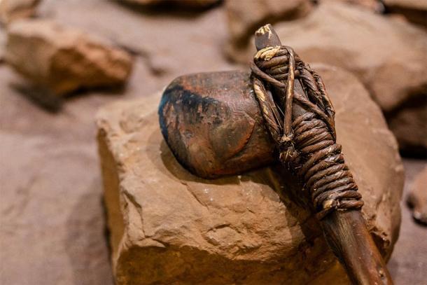 El registro arqueológico de la Edad de Piedra nos ha proporcionado algunos ejemplos de herramientas de piedra prehistóricas o armas de violencia. Probablemente, estas herramientas se utilizaron para la vida diaria y la defensa territorial. (Fotografía Jiffy / Adobe Stock)