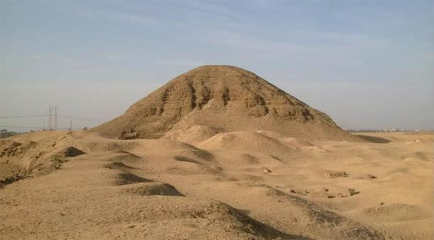 Pirámide de Amenemhat III en Hawara. Crédito: Andrew Collins