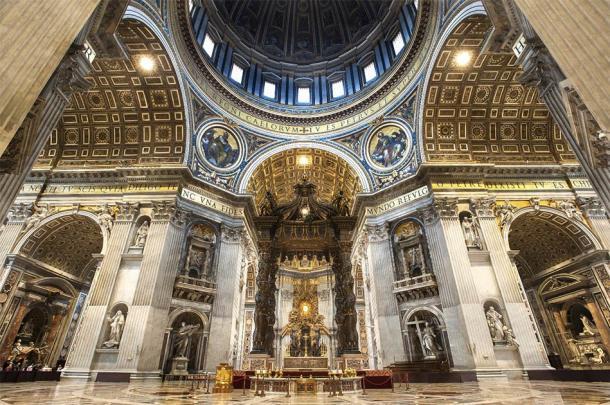 Baldaquino de San Pedro en la nave de la Basílica de San Pedro. El Baldaquino es un gran dosel barroco esculpido, de Bernini, colocado sobre el altar mayor. (Píxeles despojados / Adobe Stock)