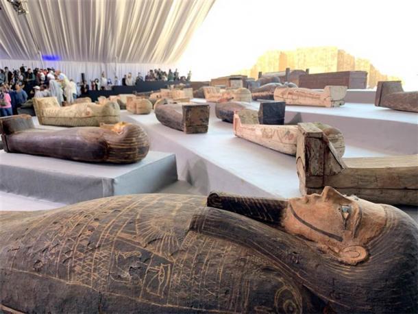 Algunos de los sarcófagos encontrados recientemente en la necrópolis de Saqqara. (Charlene Gubash / NBC News)