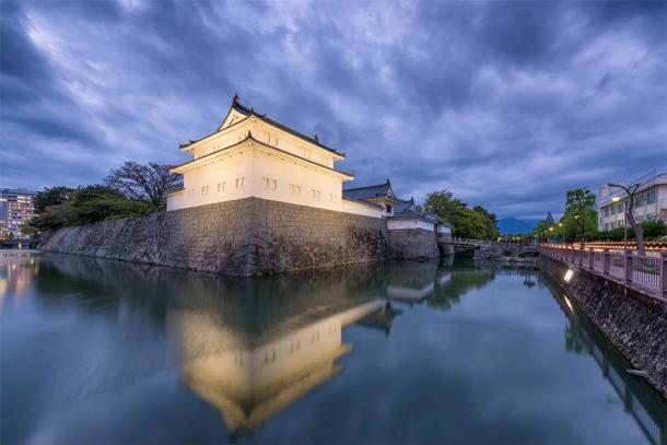"""""""Edo Japan Sunpu Castle"""" como se ve hoy después de una extensa reconstrucción y expansión a principios del período Edo. (Pixel_PEEP / Adobe Stock)"""