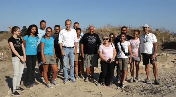 El profesor Vasil Nikolov y su equipo trabajan en Provadia-Saltworks, donde se descubrió el artefacto del dios de la sal. (Provadia-Solnitsata)