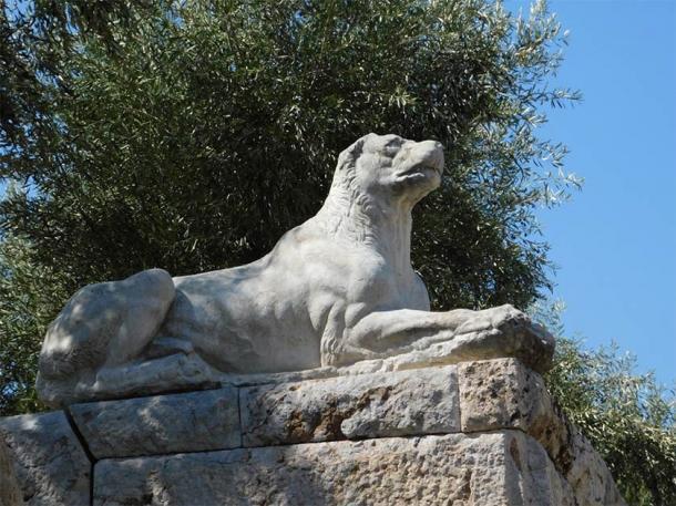 A lo largo de la historia ha habido muchos perros famosos. Estatua de perro en el cementerio de Keramikos en Atenas, Grecia. (Konstantinos / Adobe Stock)